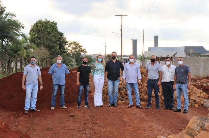 Gestão Carlos Gil e Marcelo Reis inicia programa de pedra irregular em 40 quadras no município de Ivaiporã