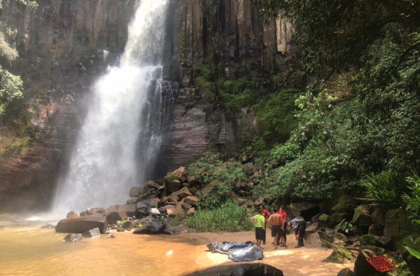 Duas pessoas morrem após cair de cachoeira em Faxinal