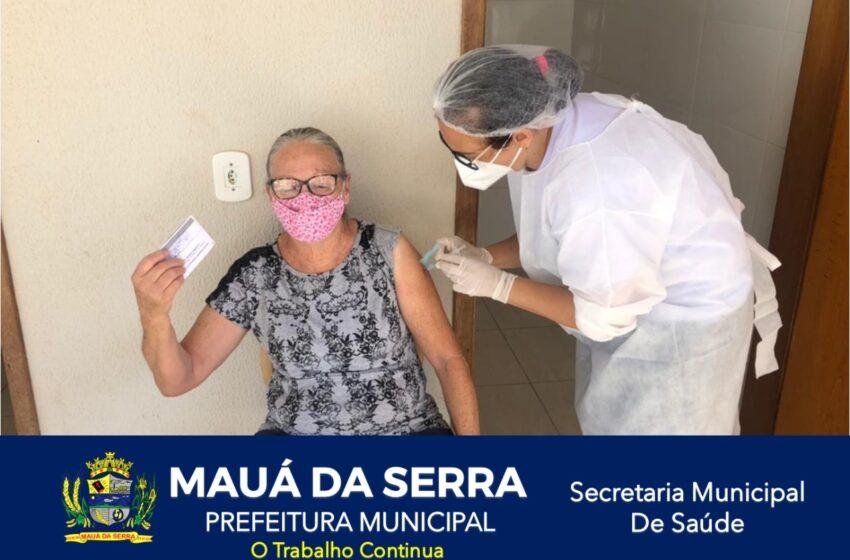 Idosos de 76 a 74 anos receberam a primeira dose da vacina em Mauá da Serra