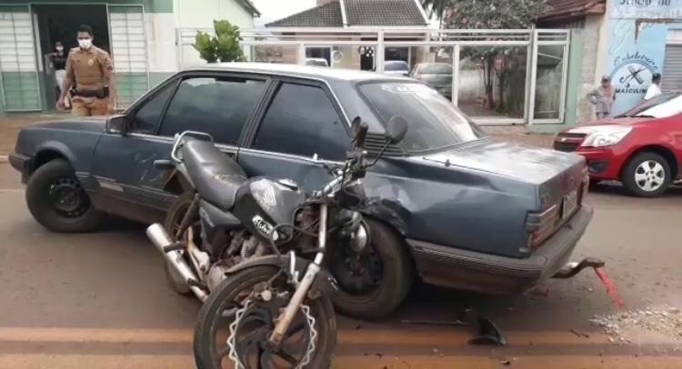 Colisão entre carro e moto deixa uma pessoa ferida em Kaloré