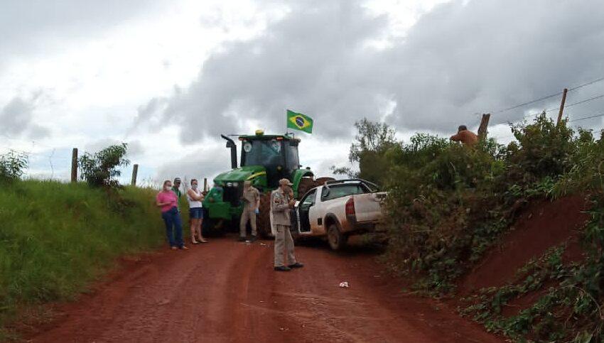 Acidente envolve Trator e Caminhonete em Arapuã