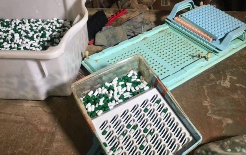 Fábrica clandestina de medicamentos fitoterápicos e suplementos é fechada pela pela polícia, em Maringá