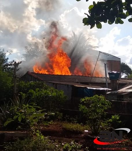 Casa é destruída pelo fogo em Borrazópolis