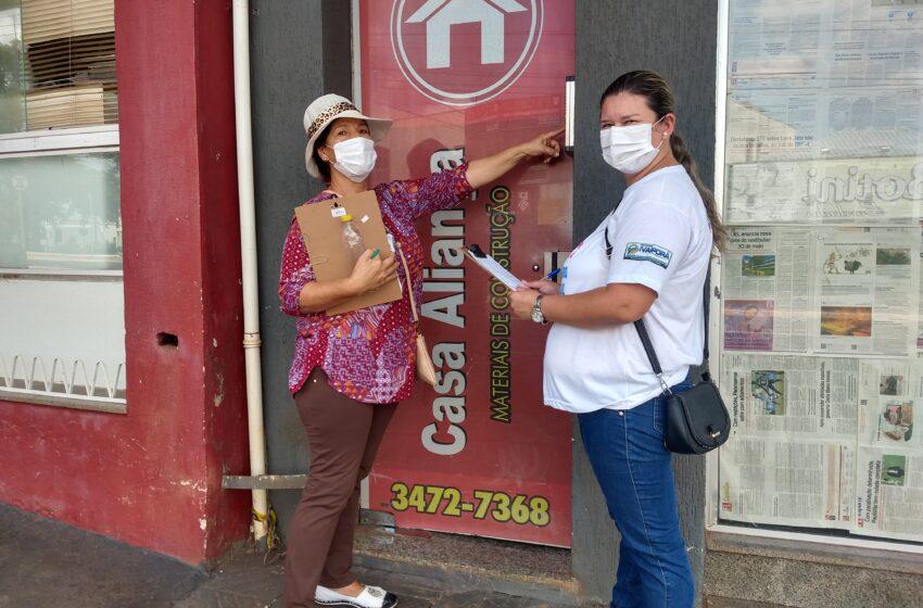 Agentes comunitários de saúde da Prefeitura de Ivaiporã batem de porta em porta cadastrando população para vacinar contra Covid-19