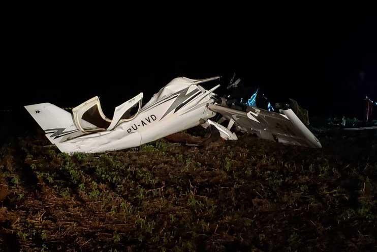 Queda de avião deixa dois mortos no Paraná