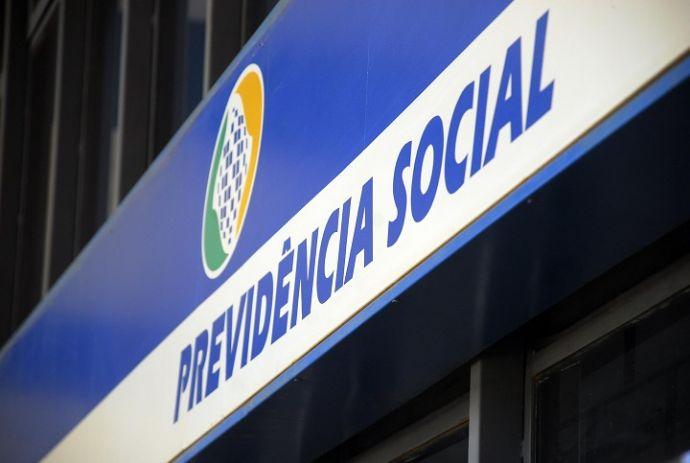 INSS alerta para golpe em ligações para que aposentados façam a prova de vida on-line