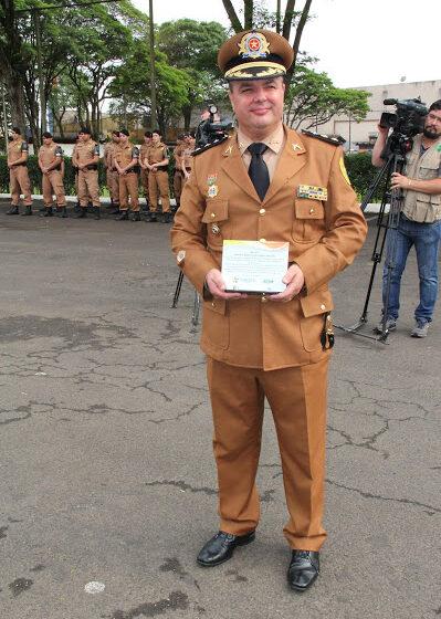 A Polícia Militar do Paraná presta sua última continência ao Cel. RR Padilha