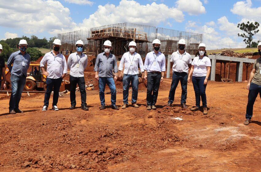 Prefeito de Ivaiporã e equipe da Sanepar vistoriam obras de construção da ETE e estações elevatórias