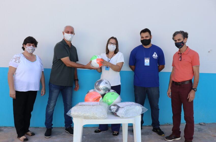 Departamento de Esporte da Prefeitura de Ivaiporã doa material esportivo à Apac