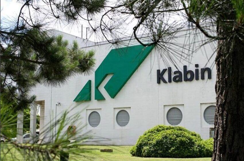 Klabin entrega cinco mil testes ao Paraná e transfere mais profissionais de saúde