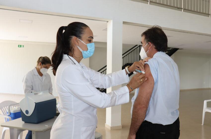 Prefeitura de Ivaiporã aplica 2ª dose da vacina contra Covid-19 nos trabalhadores ligados à saúde