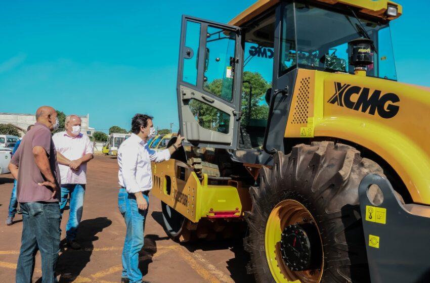 Prefeitura de Apucarana adquire rolo compactador de 13 toneladas
