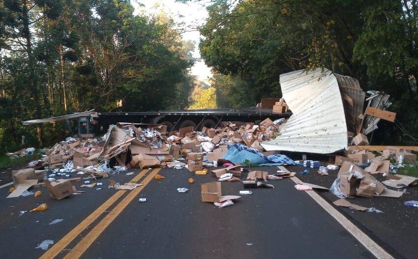 Acidente entre Mauá da Serra e Tamarana envolve duas carretas e deixa feridos