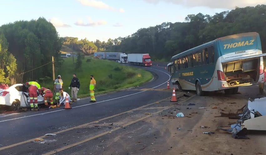 Colisão com morte entre carro e ônibus na BR-376 entre Mauá e Ortigueira