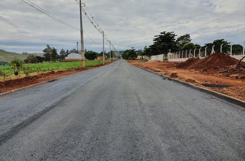 Kaloré: Após empenho da gestão Washington, asfalto em frente a Cocari foi concluído