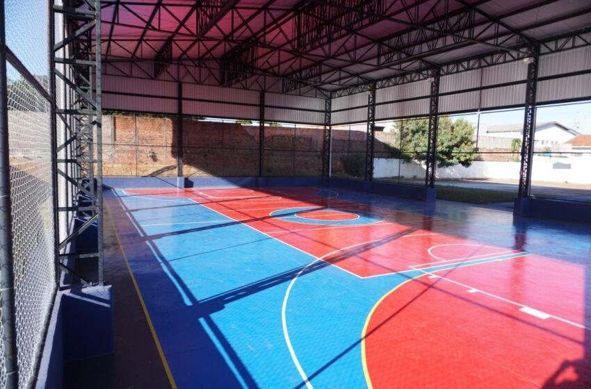 Em Apucarana, Escola Fábio Henrique da Silva ganha nova quadra esportiva