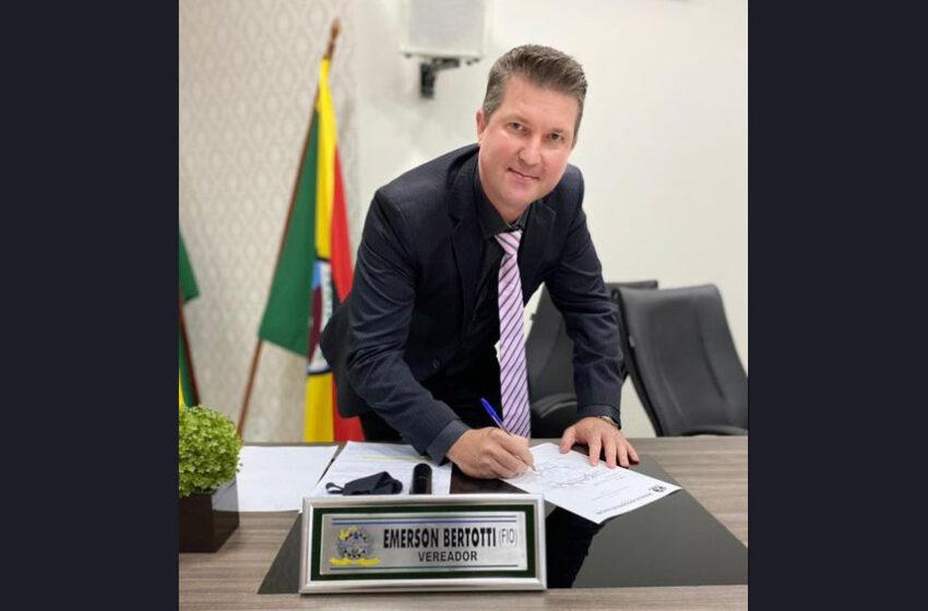 Emerson Bertotti assume cadeira na Câmara de Ivaiporã
