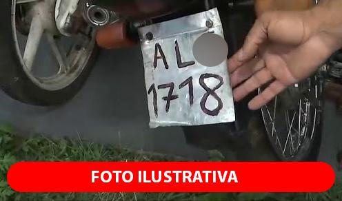 Em São João, polícia apreende moto com placa pintada à mão