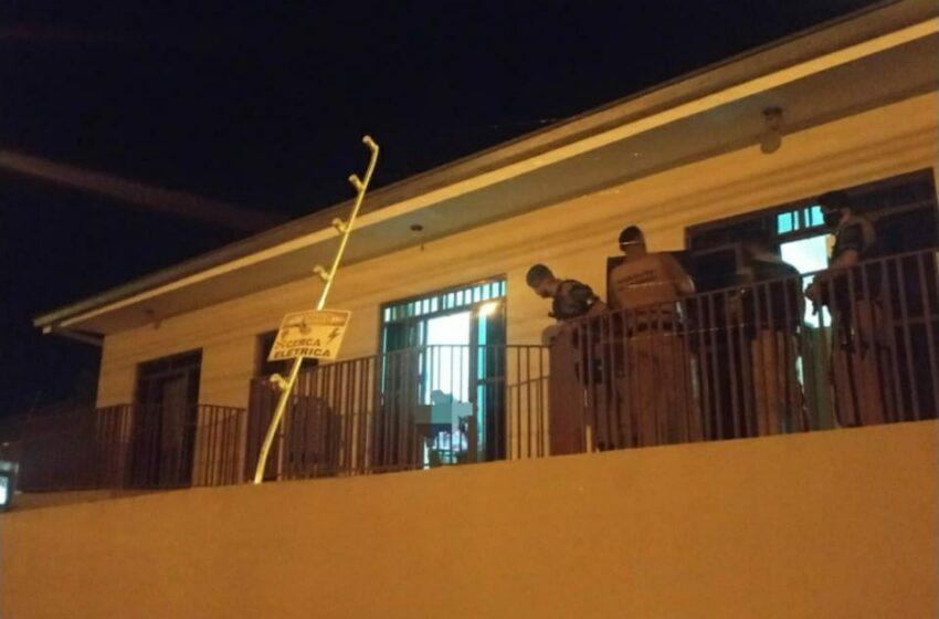 Pai é mantido refém pelo filho e ameaçado com faca em Apucarana
