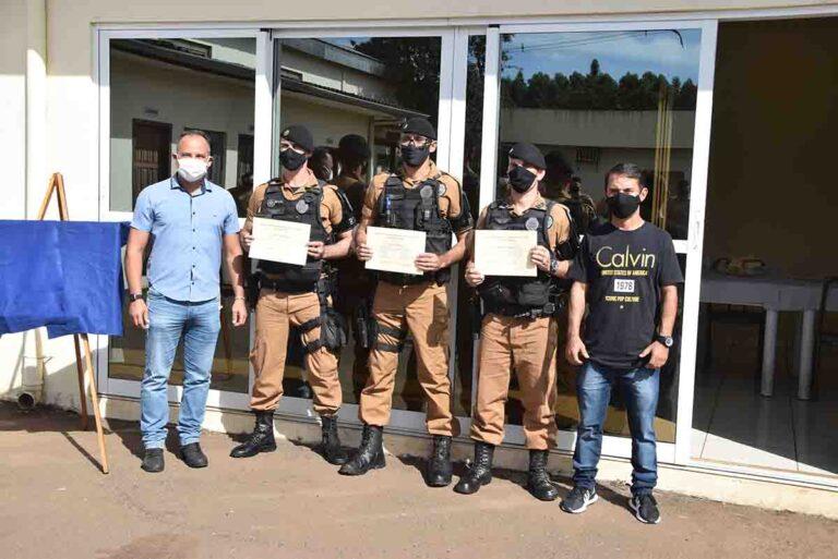 Policiais recebem homenagens em Ivaiporã