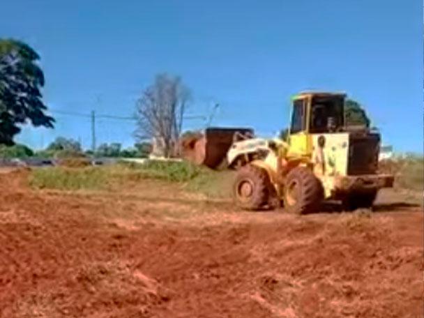 Prefeitura de Marilândia, limpa terreno utilizado como depósito de animais mortos