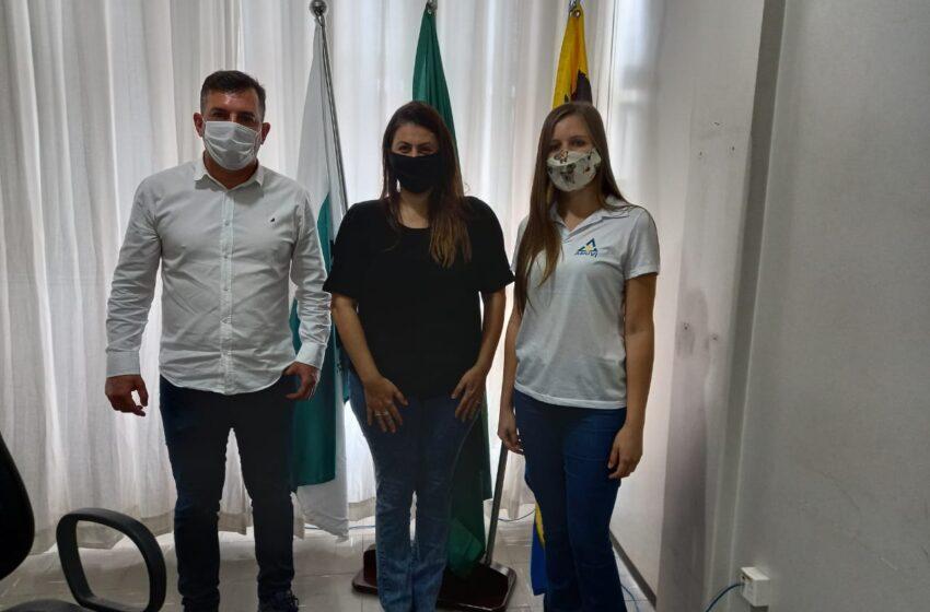 São João busca parceria com a AMUVI para projetos de castração animal e infraestrutura urbana