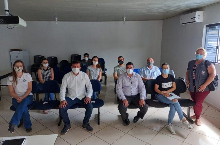 Representantes da AMUVI realizam visitas; Castra Móvel ajudará município no controle populacional de animais