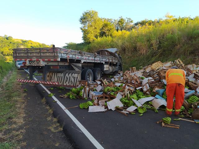 Caminhoneiro morre em acidente entre Borrazópolis e Novo Itacolomi; Assista ao vídeo
