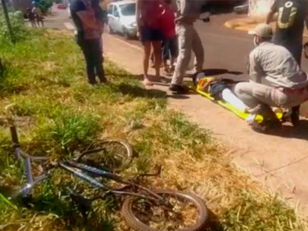 """Criança sofre acidente ao pegar """"rabeira"""" em caminhonete na Vila Reis"""