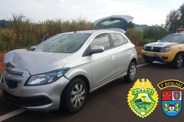 Ladrões roubam carro de idosa e se envolvem em série de acidentes