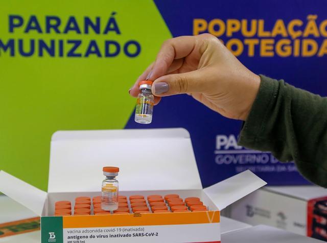 TCE-PR notifica municípios sobre vacinação indevida de agentes políticos