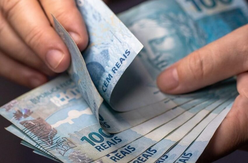 Governo propõe salário mínimo de R$ 1.147 para 2022