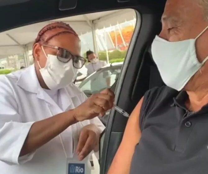 Tite, técnico da seleção brasileira, é vacinado contra covid-19