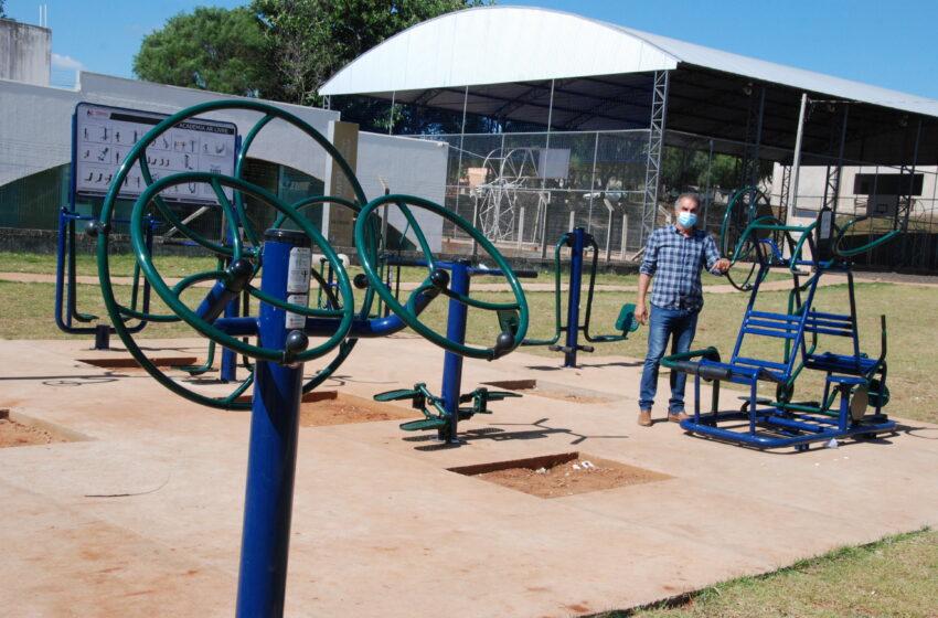 Prefeitura instala parque infantil em praça entre os jardins São Pedro e Nossa Senhora de Fátima