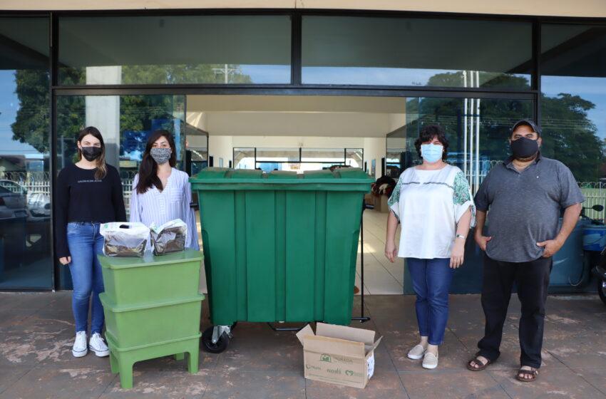 Departamento de Meio Ambiente de Ivaiporã entrega contentor e composteira ao Centro da Juventude