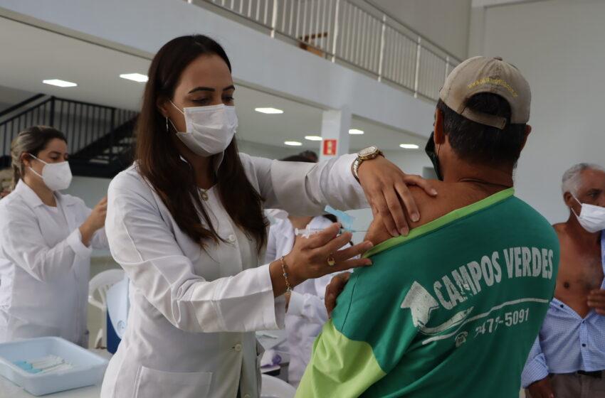 População com 63 anos ou mais é vacinada pela Prefeitura de Ivaiporã contra coronavírus