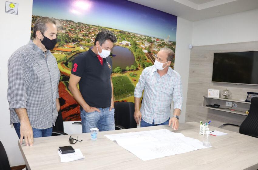 Carlos Gil, Marcelo Reis e Sérgio Souza conversam sobre obras previstas em Ivaiporã