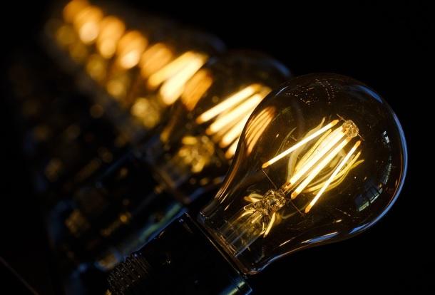 Contas de luz em atraso serão reajustadas pelo IPCA, determina Aneel