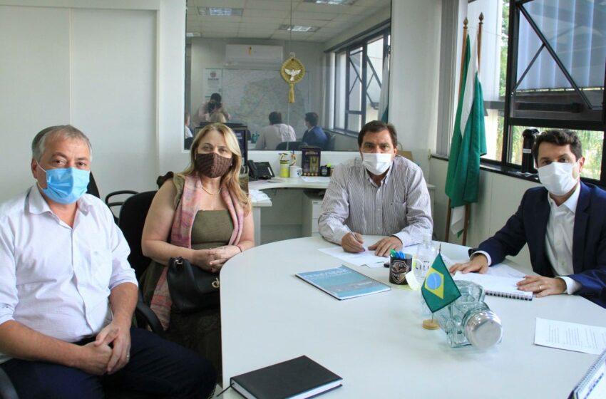 Prefeita e presidente da Câmara de São Pedro do Ivaí buscam recursos em Curitiba