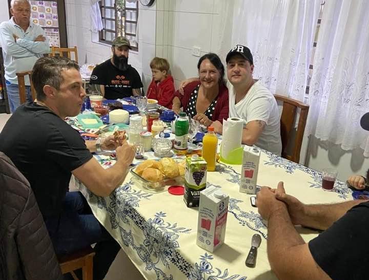Marumbi: Governador Ratinho JR visita a cidade e toma café na casa da 'Elaine'