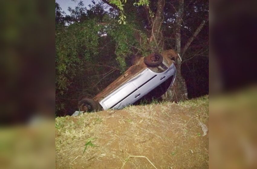 Acidente: Carro capotou entre Cruzmaltina e a Vila Diniz