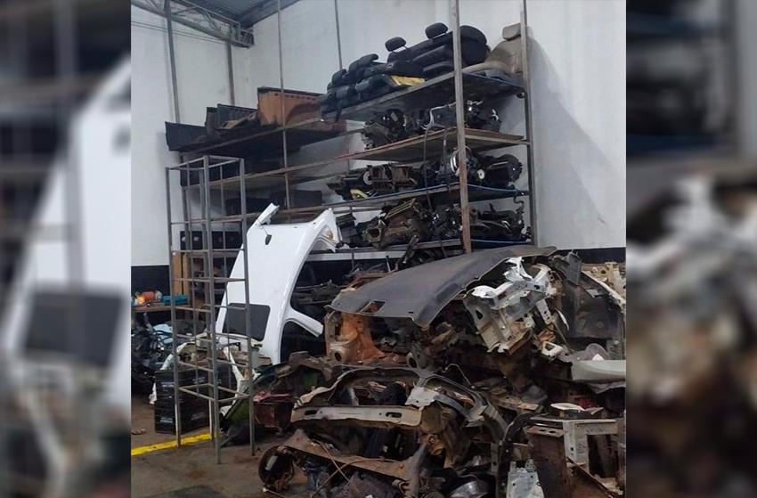 Quatro suspeitos são presos em operação que fechou desmanche de carros, em Maringá