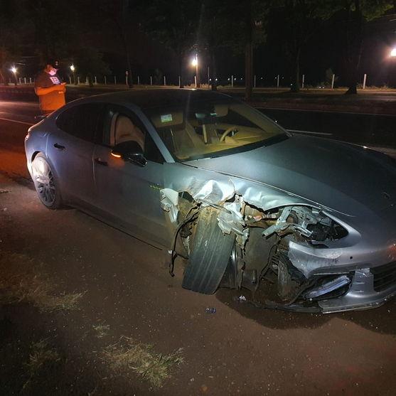 Condutor abandona Porsche após colisão na BR-376 em Marialva
