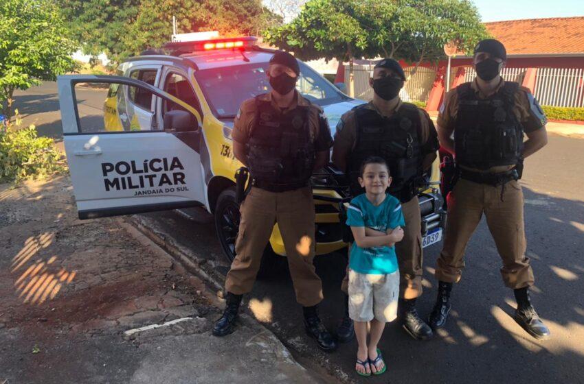 Criança que sonha em ser policial ganha surpresa de PMs no dia do aniversário em Jandaia do Sul
