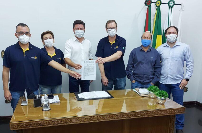 Jandaia assina contrato com Rotary Club para a implantação de Laboratório Tecnológico Digital