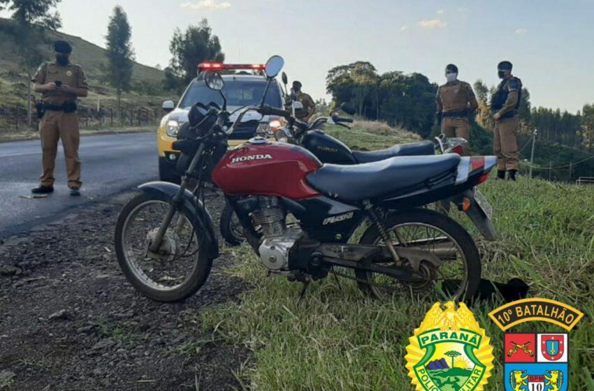 Jovem é preso e menor é apreendido após furto de motocicleta em Marumbi