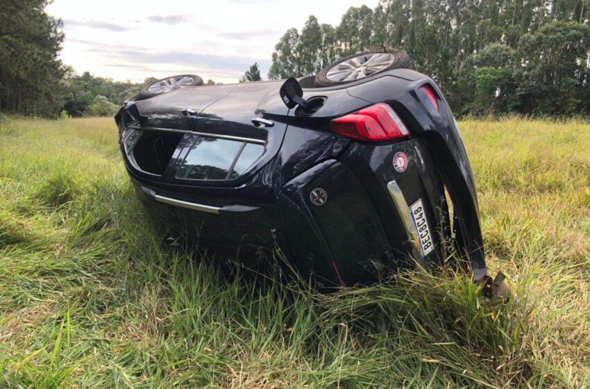 Motorista perde o controle e capota veículo na rodovia entre Faxinal e Mauá da Serra