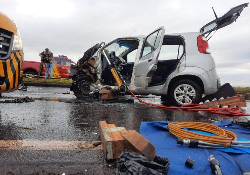 BR-376: Mulher de 22 anos fica gravemente ferida em colisão com caminhonete