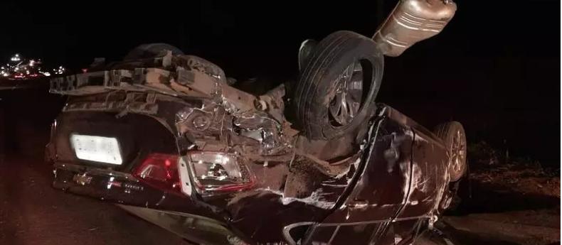 Motorista de Porsche provoca acidente com feridos e foge na BR-376, em Marialva