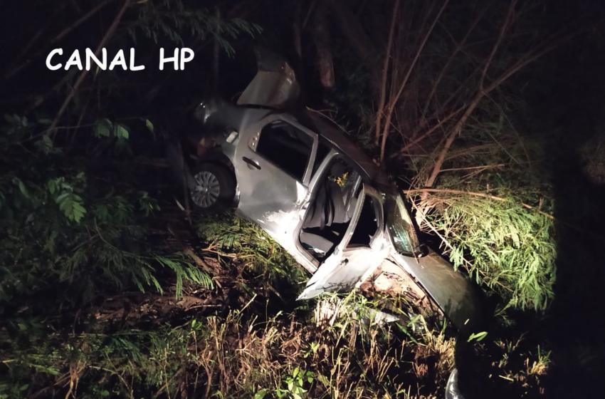 Acidente: Carro capotou na noite de domingo próximo a São João do Ivaí